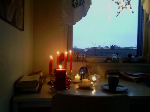vindu med levande lys jul 12