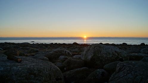solnedgang med steinar