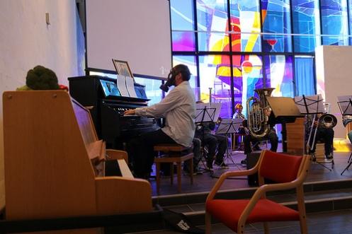 organist med gassmaske